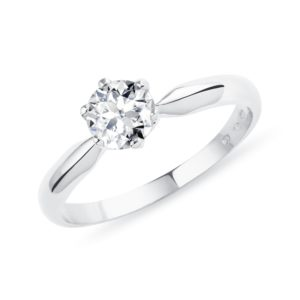 Briliantový zásnubní prsten z bílého zlata KLENOTA