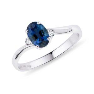 Safírový prsten s diamanty ve zlatě KLENOTA