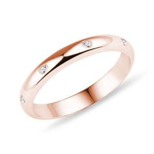 Klasický snubní prsten s diamanty v růžovém zlatě KLENOTA
